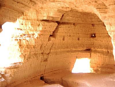qumran_cave_4_interior_51-31tb_wr.jpg